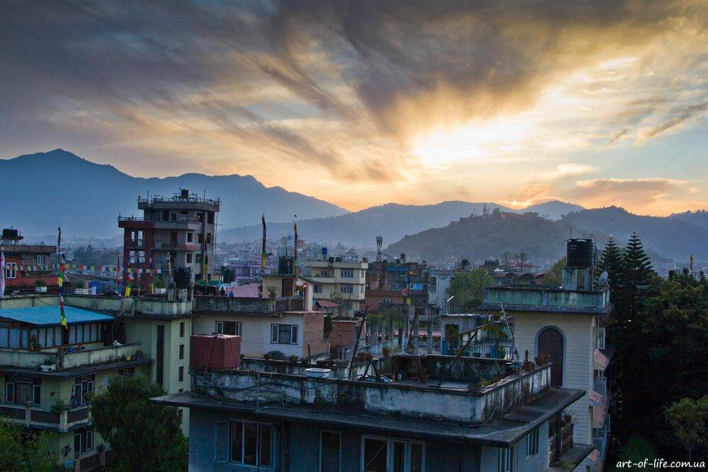 захід в Катманду